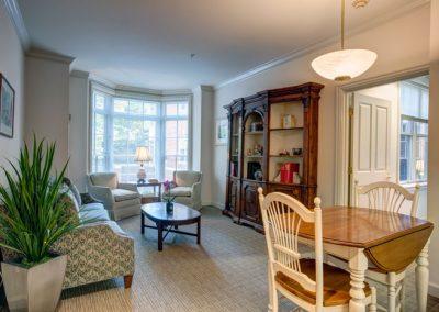 Grand Oaks residents enjoy spacious, light-filled apartments.